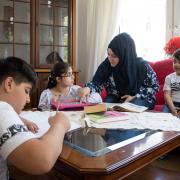 Hanan Albattah, Geschwister, Schulbetreuung